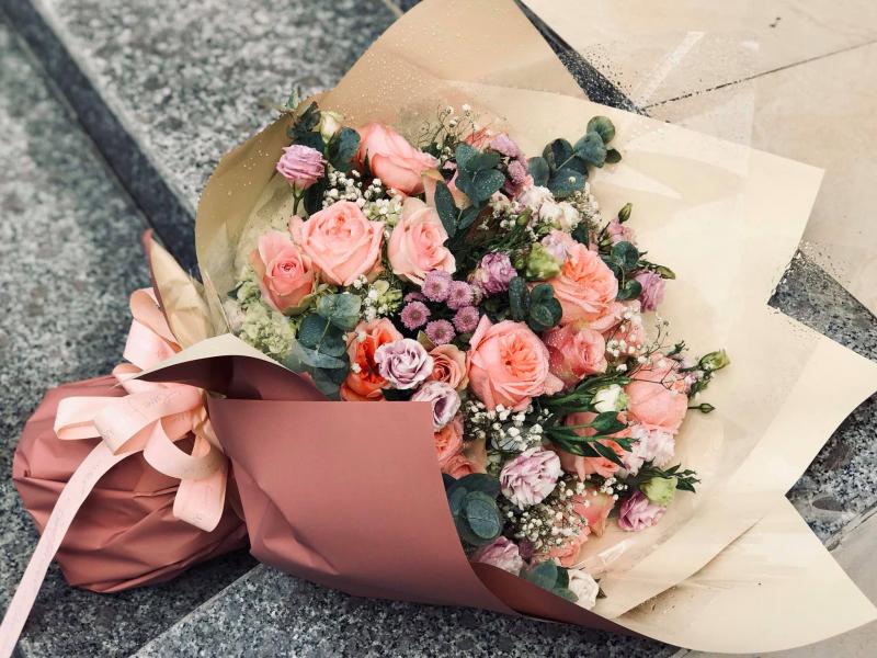 Có những yêu thương ngập tràn trong bó hoa ngày ấy, có những thủy chung năm tháng mãi mong chờ