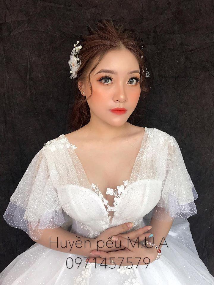 Huyền Pếu makeup