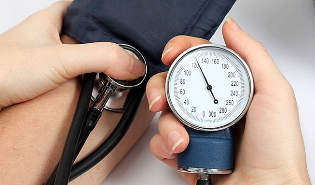Càng thừa cân bạn càng dễ bị tăng cholesterol máu – nguyên nhân gây ra bệnh cao huyết áp.