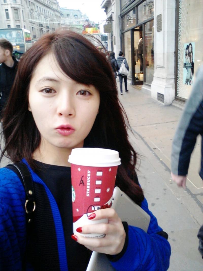 Xinh như hot girl khi để mặt mộc, nhìn Huyna như nữ sinh Hàn Quốc vậy.