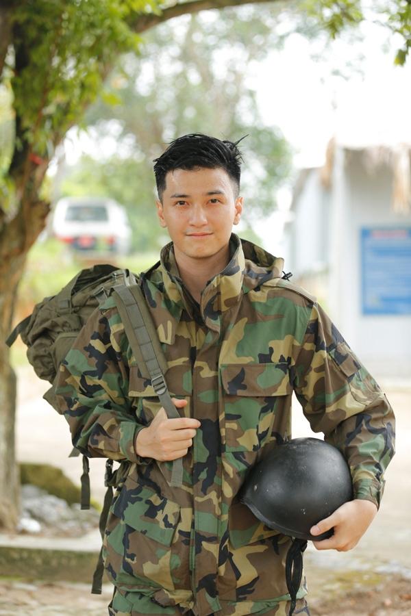 Huỳnh Anh điển trai trong chương trình Sao Nhập Ngũ