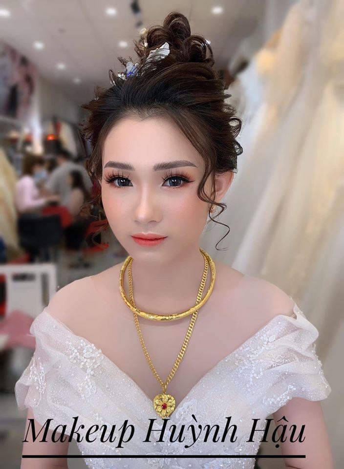 Huỳnh Hậu Makeup Artist