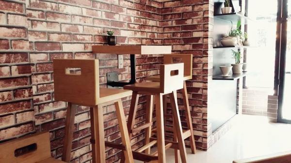 Những bộ bàn ghế nhỏ nhắn tại Hy The coffe shop