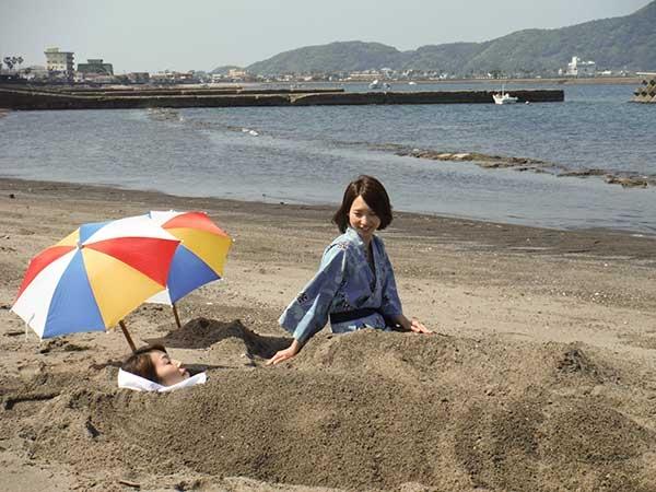 Ibusuki Onsen thu hút rất nhiều phụ nữ đến đây bởi bãi cát nóng có tác dụng đẹp da