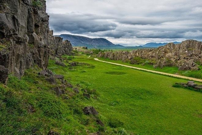 Sống núi giữa Đại Tây Dương của Iceland