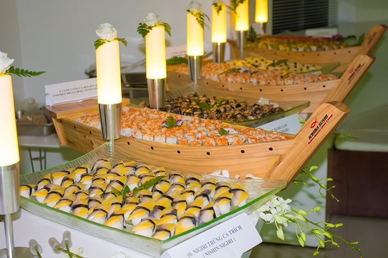 Bàn buffet sushi thượng hạng