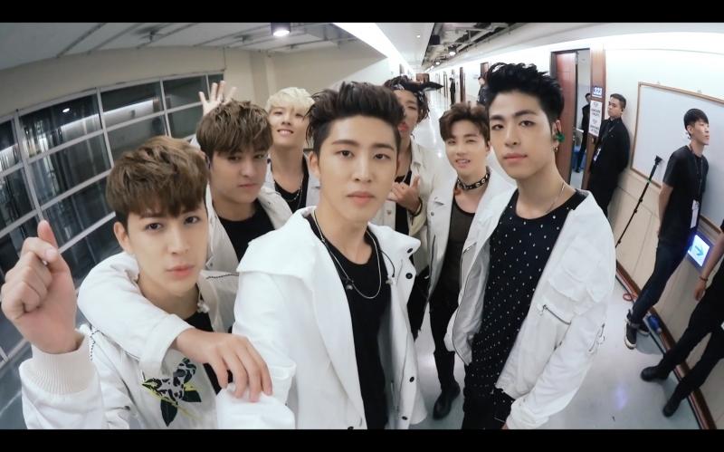 Các chàng trai iKON trong MV