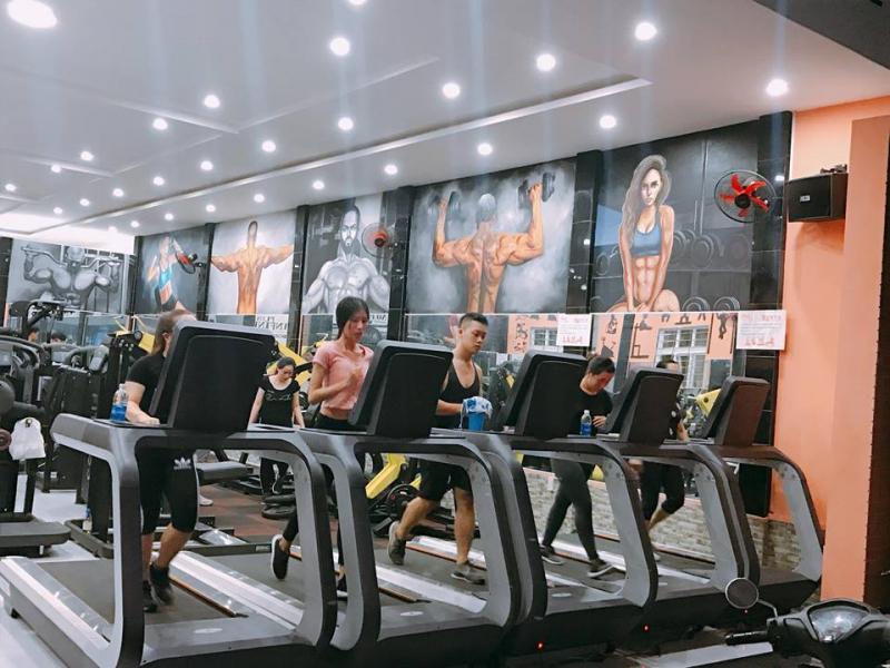 Hội viên tập luyện tại Infinity Gym & Fitness
