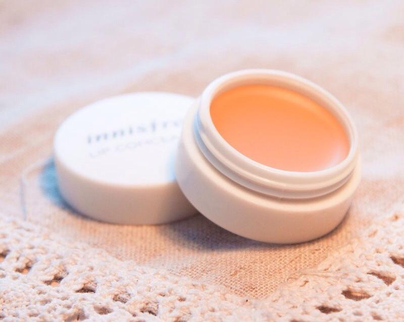 Innisfree Tapping Lip Concealer - Loại kem che khuyết điểm cho môi tốt nhất hiện nay