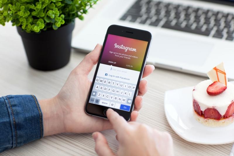 Giới trẻ ưa thích chia sẻ hình ảnh trên mạng xã hội Instagram