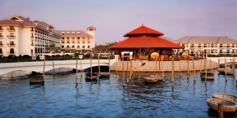 Khách sạn có vị trí tuyệt vời ở cạnh Hồ Tây
