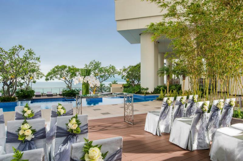 Sảnh cưới tại hồ bơi InterContinental Nha Trang