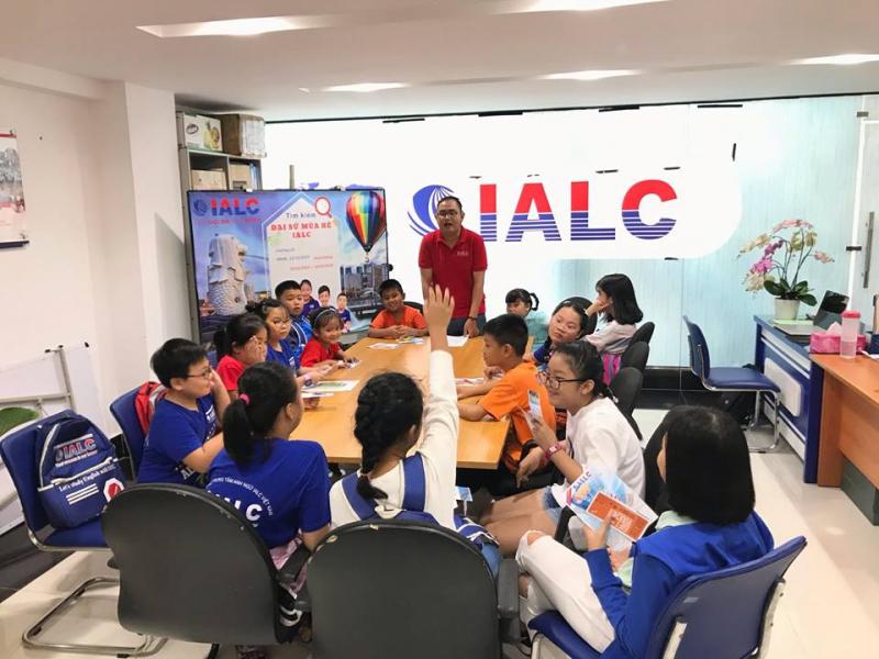 IALC thiết kế nhiều khóa học từ căn bản đến nâng cao để cải thiện khả năng tiếng Anh của người học một cách chắc chắn và nhanh chóng.