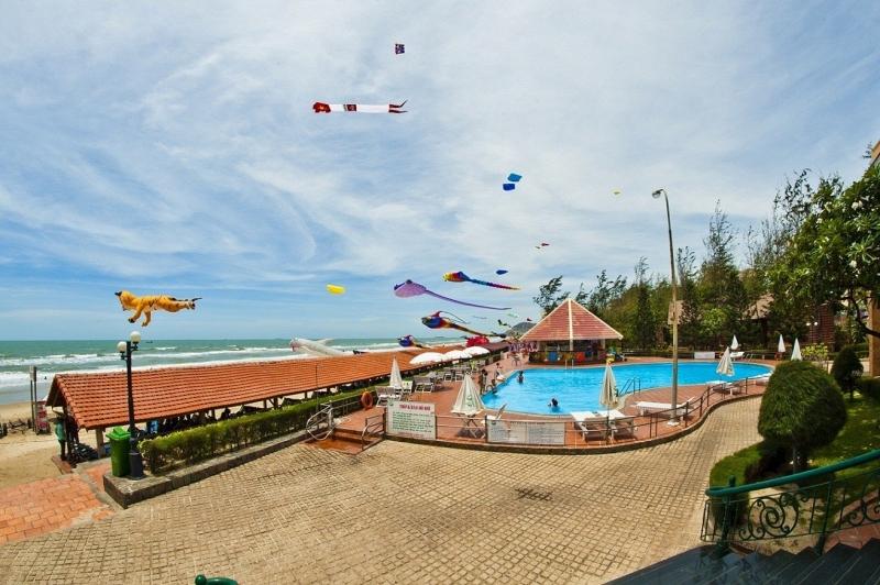 Hồ bơi tại Intourco Resort Vũng Tàu