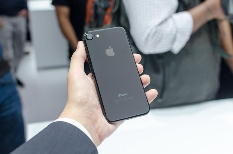 iPhone 7 Plus Jet Black thường xuyên cháy hàng tại các Apple Store