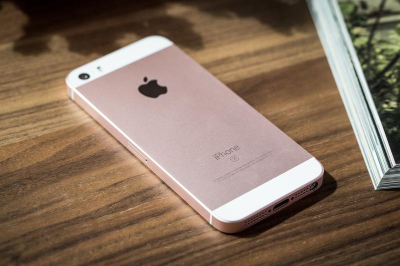 iPhone SE tuy nhỏ nhưng có võ