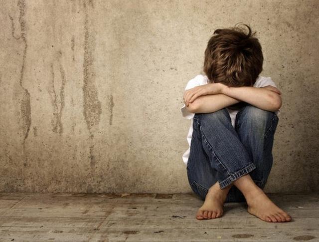 Trẻ tự kỷ ít tiếp xúc