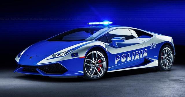 Siêu xe là món quà của CEO Lamborghini tặng cảnh sát nước nhà