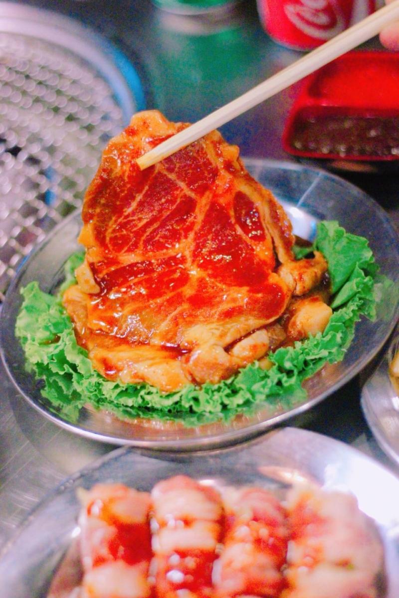 Thịt nướng được tẩm ướp đậm đà