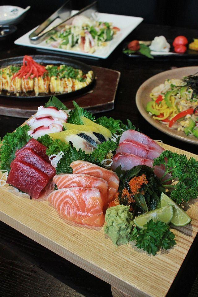 thực khách vừa được thưởng thức món ăn ngon vừa được khám phá quầy Sushi của nhà hàng