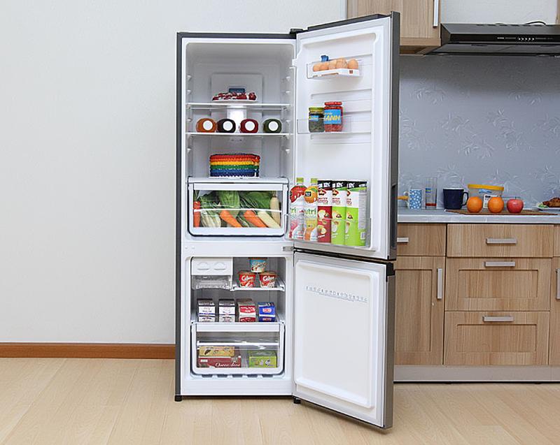 Tủ lạnh với hệ thống khay ngăn được làm bằng chất liệu cao cấp, có khả năng chịu được trọng lượng 100kg