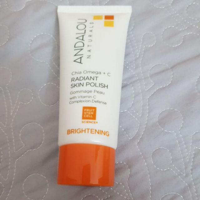 Kem tẩy tế bào chết Andalou Brightening Chia Omega + C Radiant Skin Polish