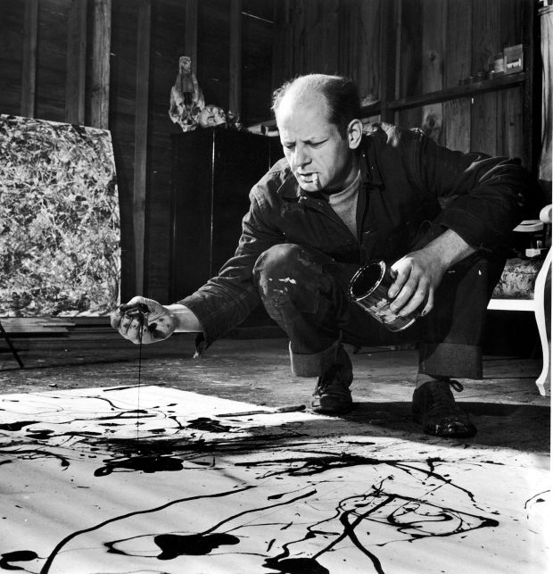 Jackson Pollock là nghệ sĩ Mỹ đầu tiên theo trường phái nghệ thuật trừu tượng.