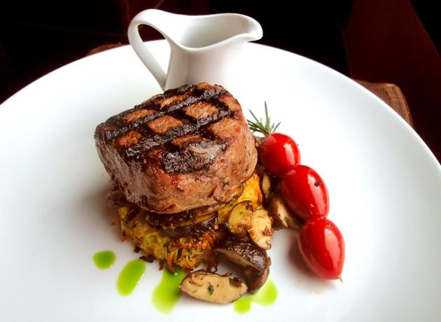 Món ăn tại Jacksons Steakhouse