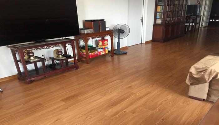 Mua sàn nhựa vân gỗ tại JANHOME, khách hàng sẽ mua được sản phẩm vô cùng chất lượng với khả năng chịu nước, chịu nhiệt tốt, chống nấm mốc, mối mọt cao.