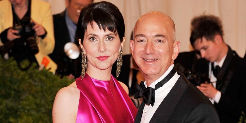 Jeff và Mackenzie Bezos