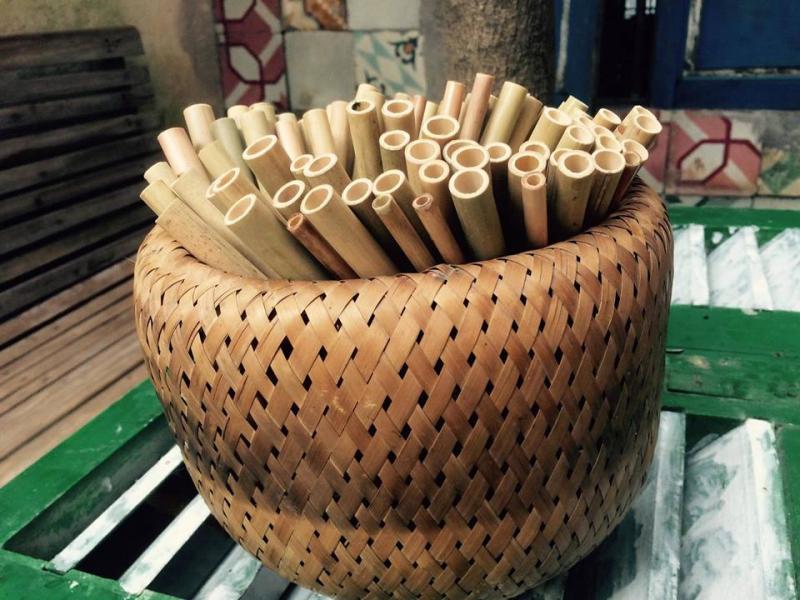 Sử dụng ống hút tre là một hành động rất đáng trân trọng của quán này, và giúp Jelus vegan kitchen & cafe nổi tiếng hơn.