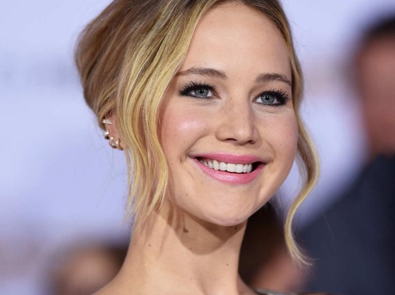 Jennifer Lawrence không chỉ xinh đẹp mà còn tài năng khi giành giải Oscar năm 22 tuổi.