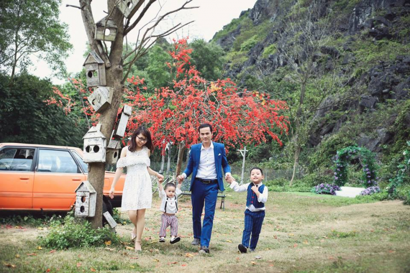 nếu không muốn lựa chọn không gian gò bó thì viêc chup ảnh gia đình dã ngoại là lựa chọn dành cho bạn