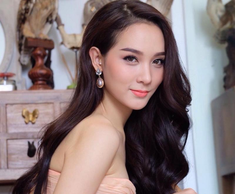 Cận cảnh gương mặt xinh đẹp của Jiratchaya Sirimongkolnawin