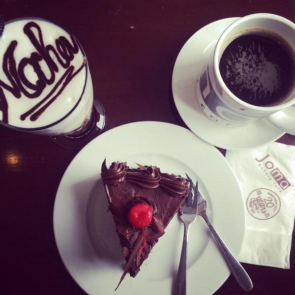 Bánh và đồ uống tại Joma