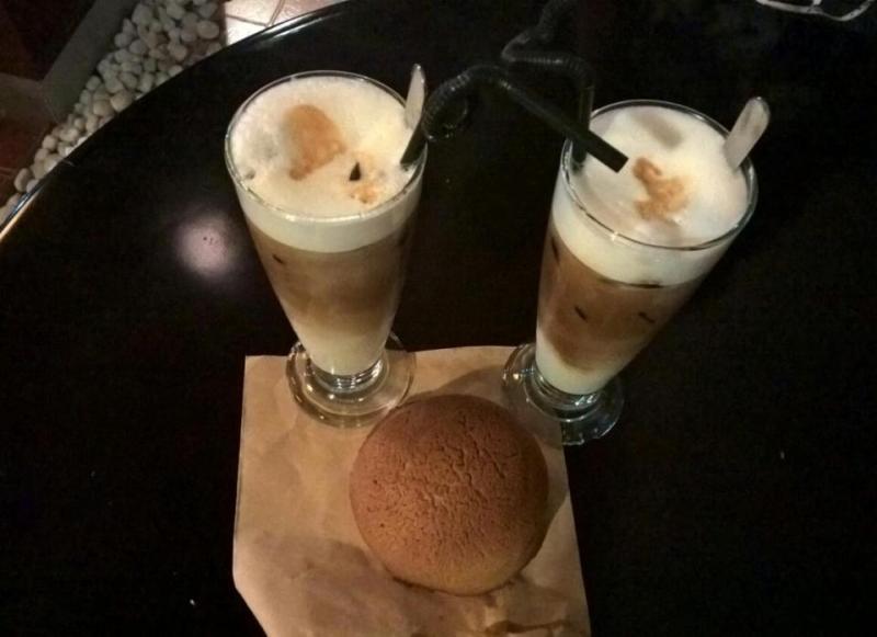 Đồ uống và bánh ngọt