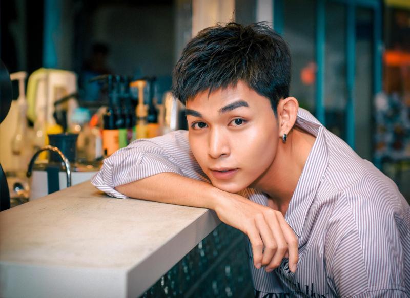 Phạm Duy Thuận được biết đến với nghệ danh Jun Phạm, là ca sĩ, nhà văn, diễn viên, biên kịch, diễn viên lồng tiếng được đông đảo bạn trẻ yêu thích