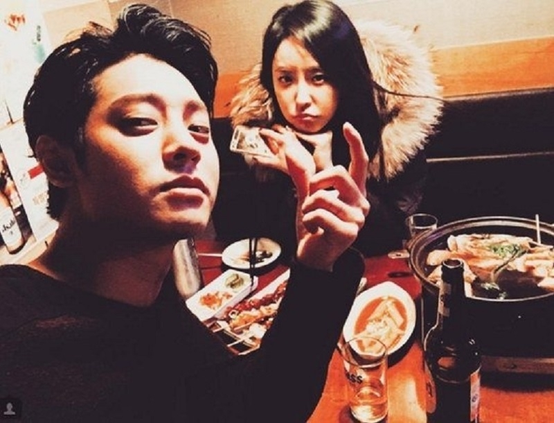 Jung Joon Young và Jung Yoo Mi đi ăn cùng nhau ngoài đời thực