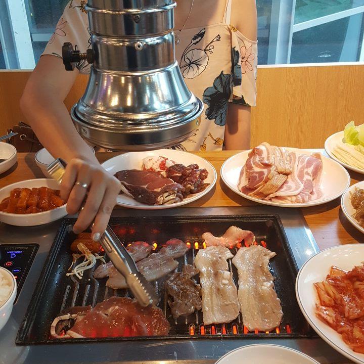 K BBQ có những set đồ nướng theo phong cách tẩm ướp gia vị của Hàn, vị thịt tươi ngọt hấp dẫn.