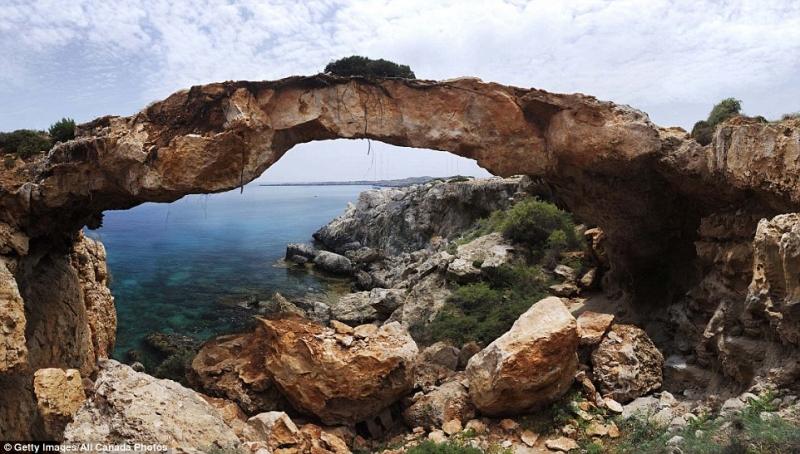 Kamara Tou Koraka, Đảo Síp
