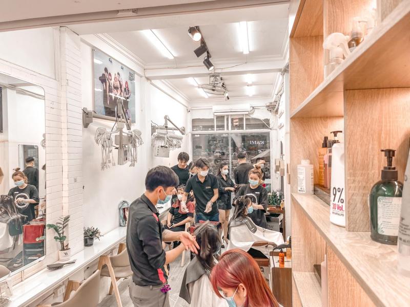 Không gian bên trong Kami Hair Salon