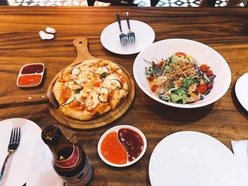 Món pizza hấp dẫn tại nhà hàng