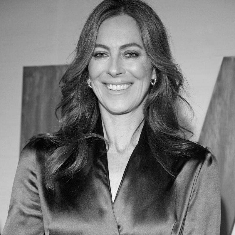 Nữ đạo diễn đầu tiên đạt giải Đạo diễn xuất sắc là Kathryn Bigelow.