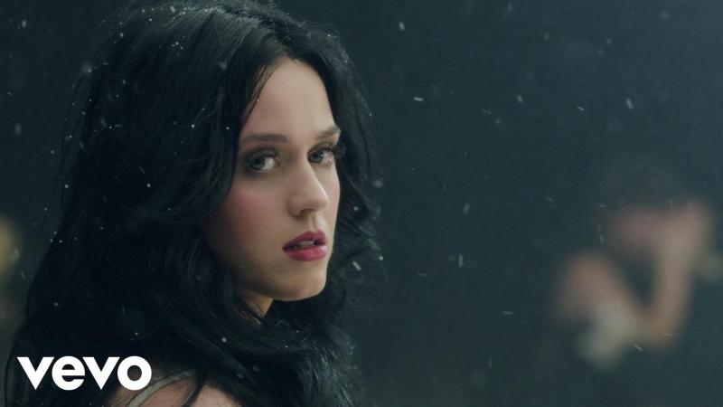 Katy Perry là ca sĩ đầu tiên đạt được mốc Follows 100 triệu lượt trên Twitter.