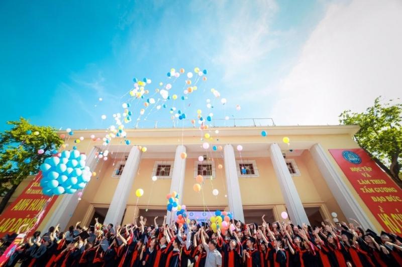 Hàng loạt sinh viên ngành kế toán - kiểm toán ra trường chỉ trong một năm khiến ngành nghề này dư thừa nhân lực