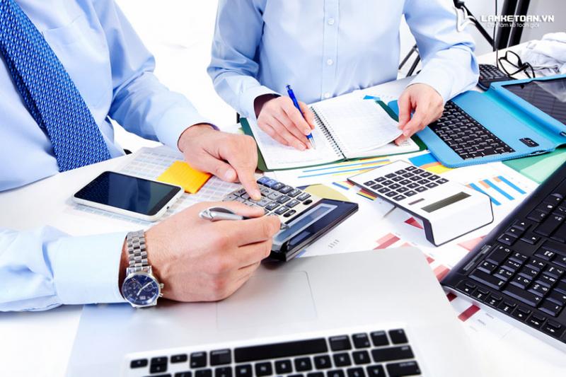 Kế Toán Việt Hưng sẽ thay mặt doanh nghiệp xử lý toàn bộ quá trình liên quan đến kế toán thuế và thực hiện tốt nhất, đảm bảo nhất, và cam kết chịu trách nhiệm, giải trình khi làm sai.