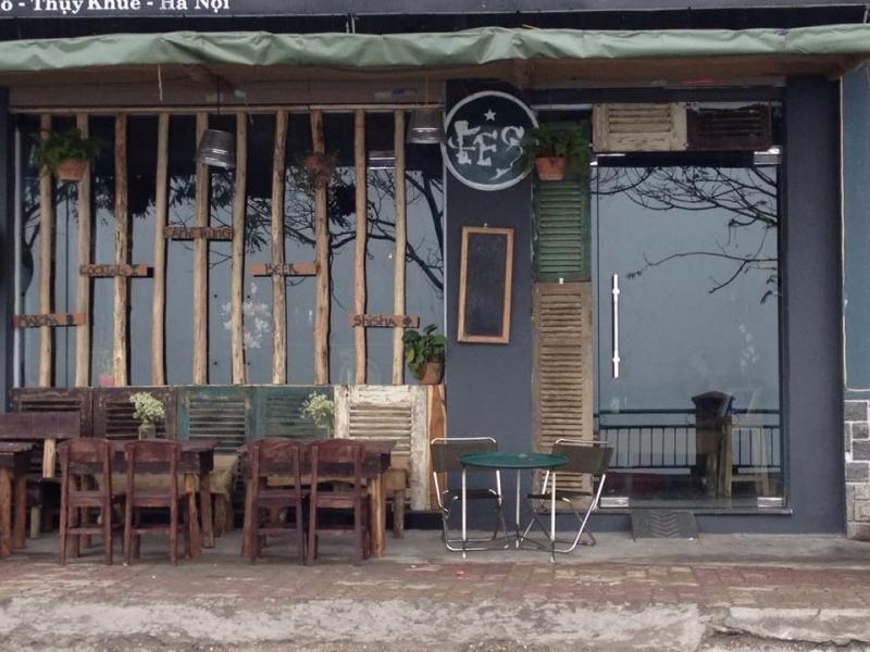 Keg's Classic Café là một quán cafe bé nhỏ nằm yên bình bên Hồ Tây lộng gió