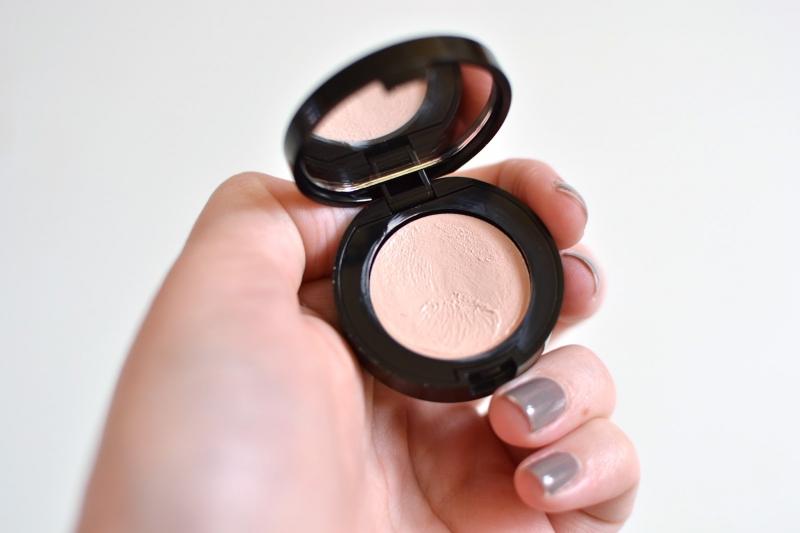 Kem che khuyết điểm mắt Bobbi Brown Creamy Concealer & Corrector