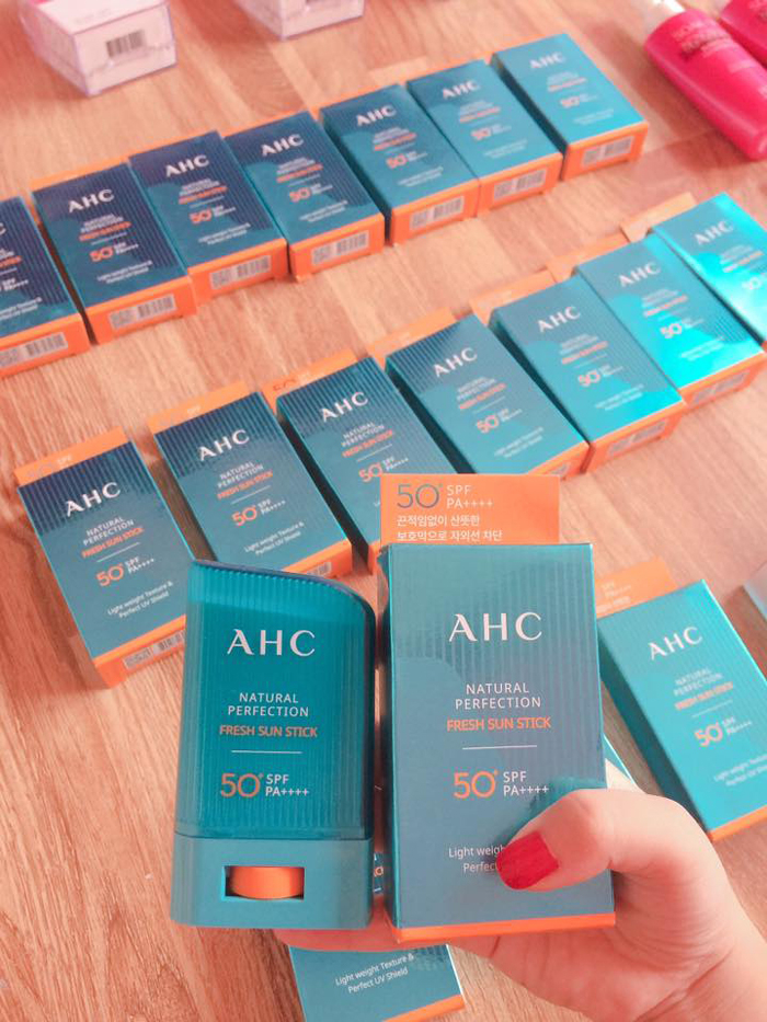 Kem chống nắng AHC Natural Perfection Fresh Sun Stick dạng thỏi