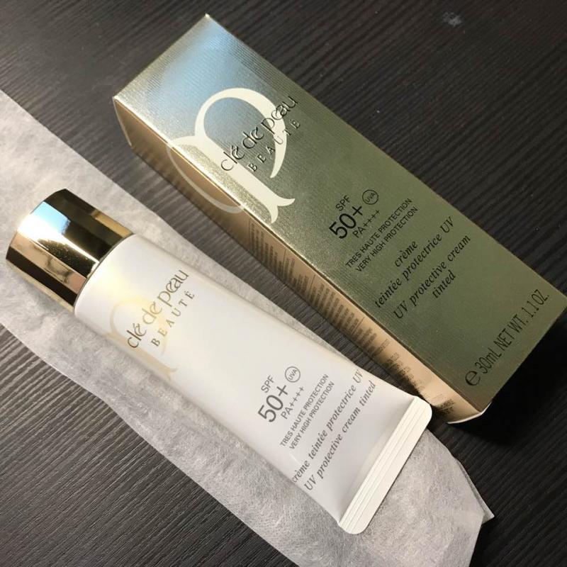 Kem chống nắng Clé de peau uv protection cream tinted spf 50+ pa++++ sẽ là sự lựa chọn cho bạn.